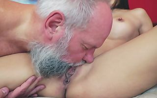 Old dude is having fun with curvaceous cutie