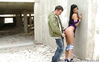 Picking up a nice teen with juicy ass and nailing her outside
